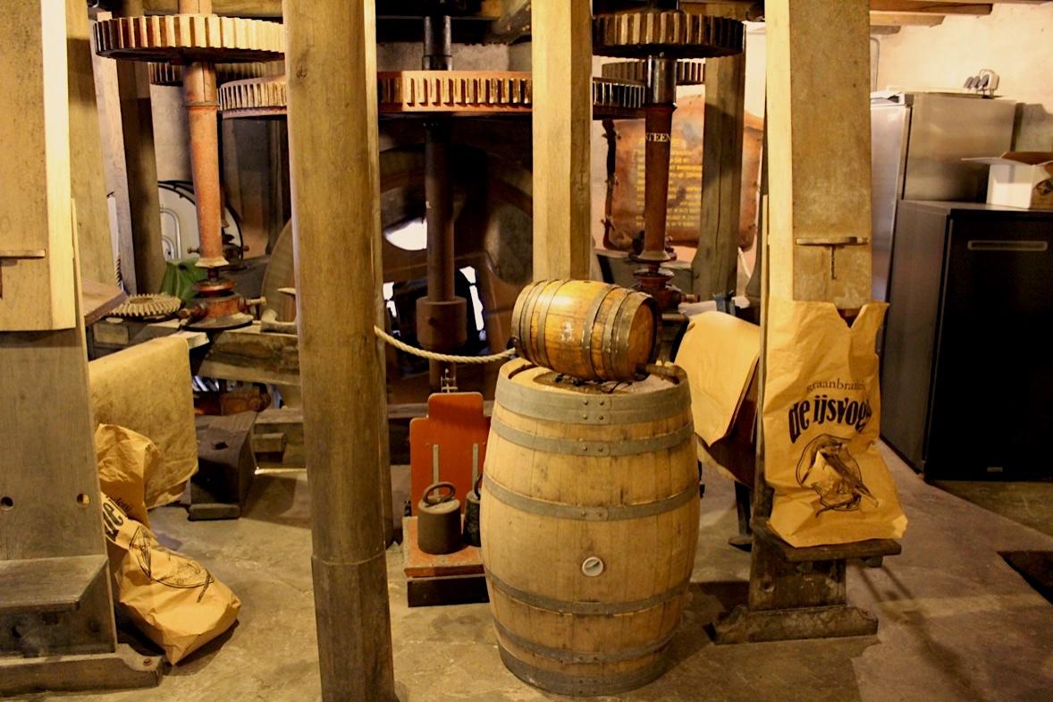 Graanbranderij-de-Ijsvogel-molen-zakkenvullerij